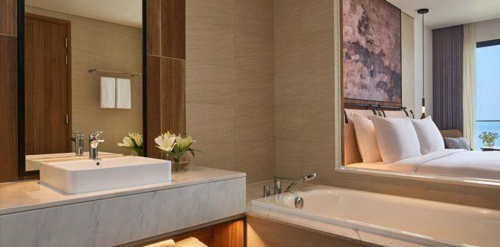 4-superior-king-seaview-bathroom-double-2