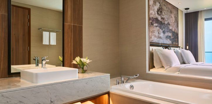 7-superior-twin-seaview-bathroom-2