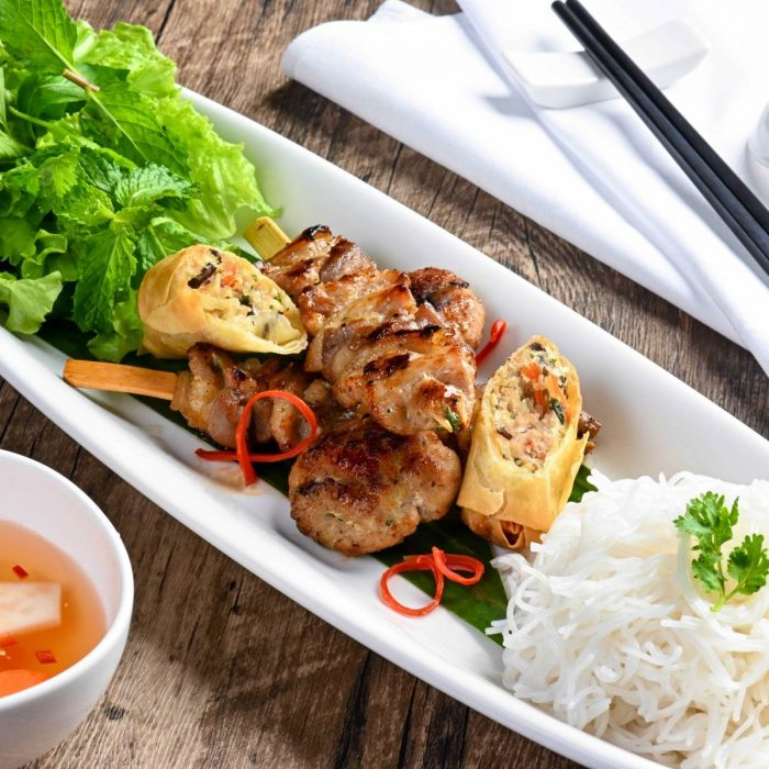 bun-cha-hanoi-a-familiar-dish-for-tourists